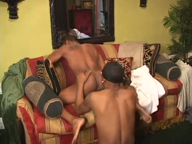 SEXYONE vs. REMY Training with a queen