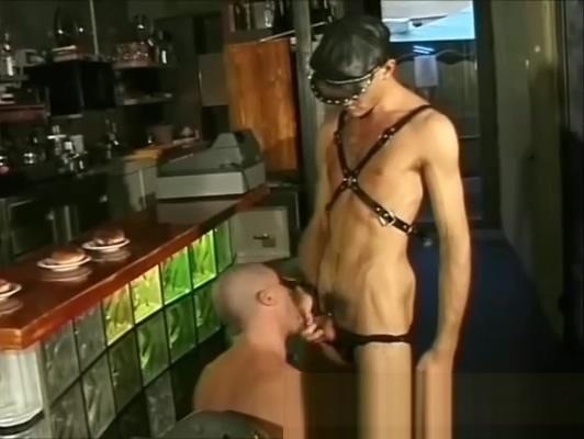Ragazzi italiani in Triangolo - Gay in cucina - Italian porn gay Amaslut everybody fucks