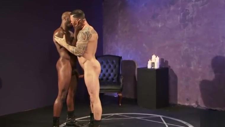 Mago negro: Ritual de sacrif&iacute_cio do cu do branquinho. Neg&atilde_o esfola o rabo do macho Orlando Back Page.com
