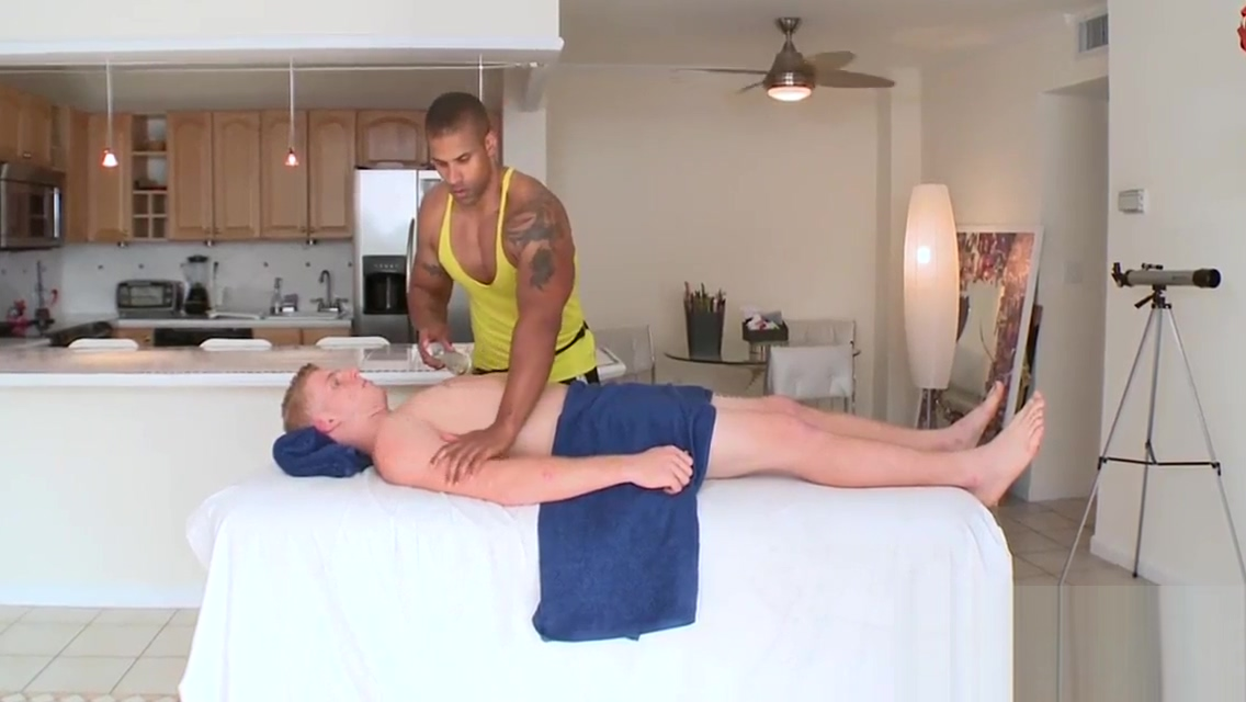 Sexy hunk gets his taut anal canal explored by masseur Jenifer Aniston Porn