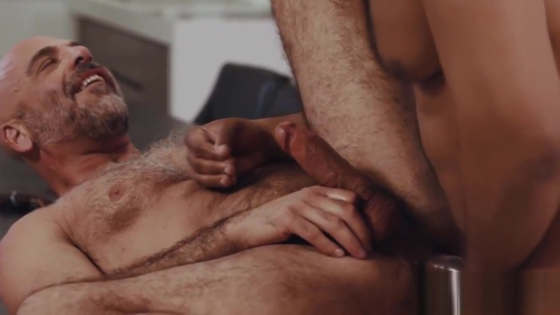 Real estate agent fucks his gay bbc customer to sell house Video Porno Free Latinas