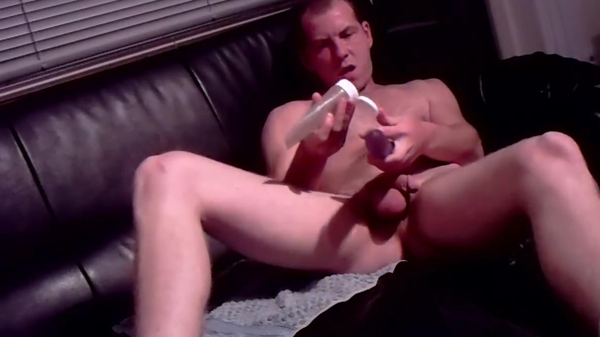 mit dildo auf sofa Shemale tube long playing