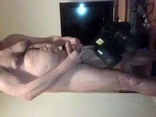 Video of a fat submissive male completing Male Task 1 Corridas Femeninas5