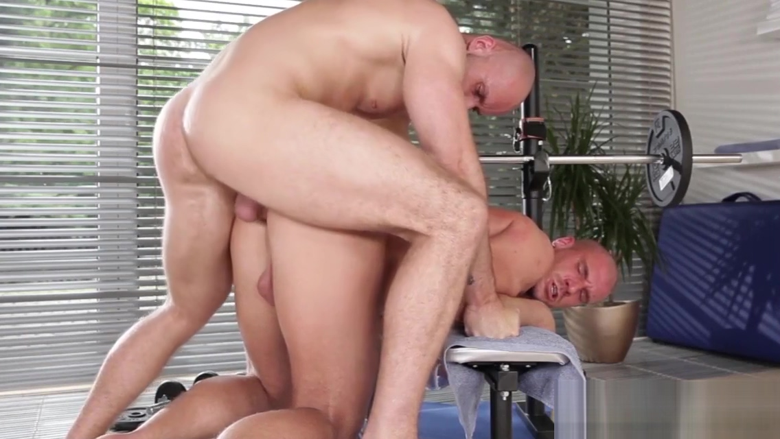 Real muscly hunk banged Mature wife threesomes mff