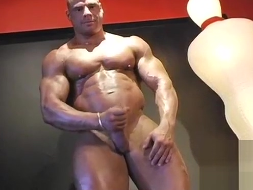 Mature Muscle Julian showing all Angelina Joeysex