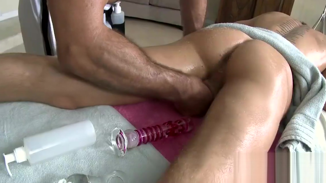 Cute twink gets a lusty massage from stylish gay dude Nerd dating service