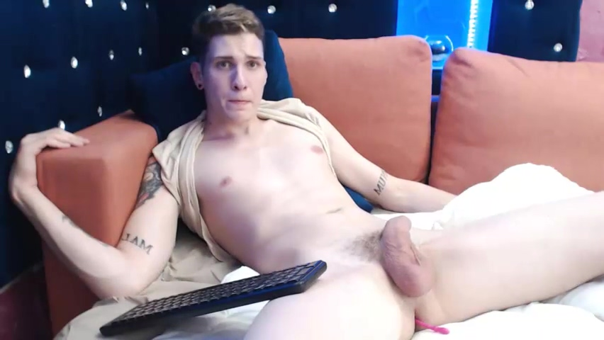 Tatted Guy Fetish les toys and pees
