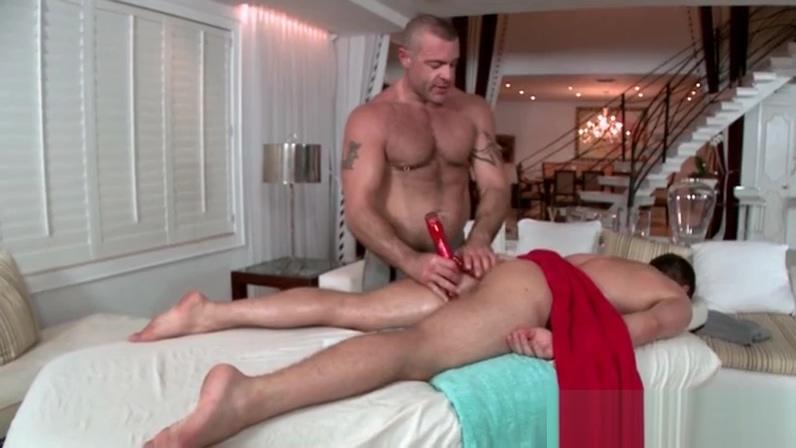 Gay masseur shoving a dildo into his clients ass yu tube porn gratis