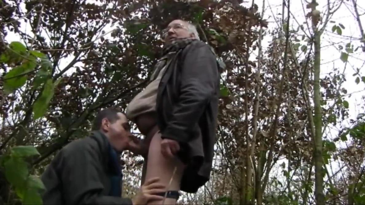 PODRYW W LESIE 52 Round ass redhead babe banged outdoors