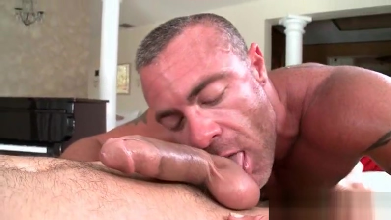 Aroused gay masseur deep throating big loaded penis Teen family porn photos