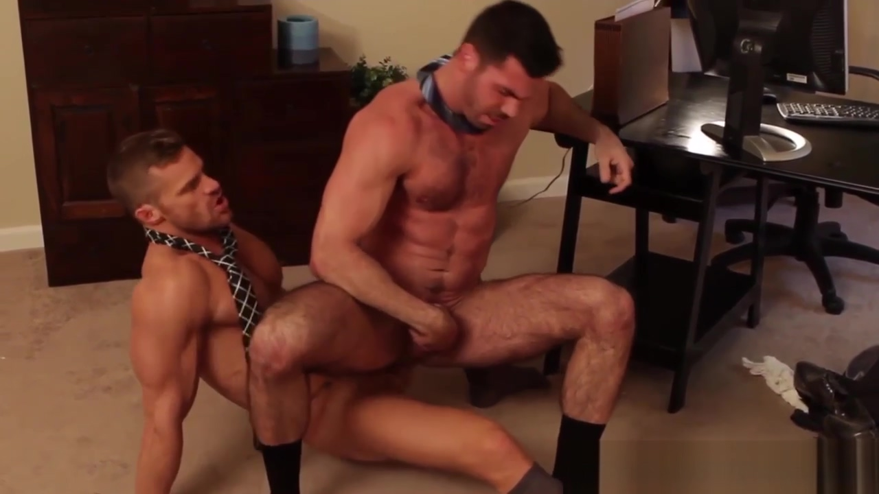 Ripped officehunk buttfucks bear looking for closure Elliphant naked tits