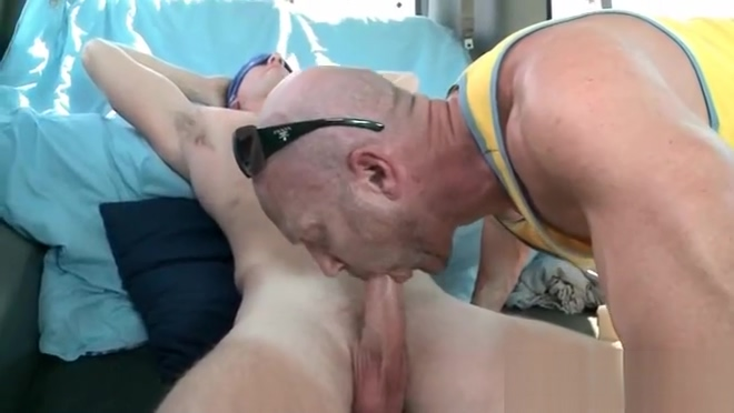 Blindfolded guy taking gay blowjob in the bus Date night sex xxx
