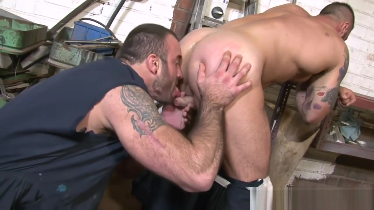 Alex Marte sucked by bottom bitch Threesome in the van penny