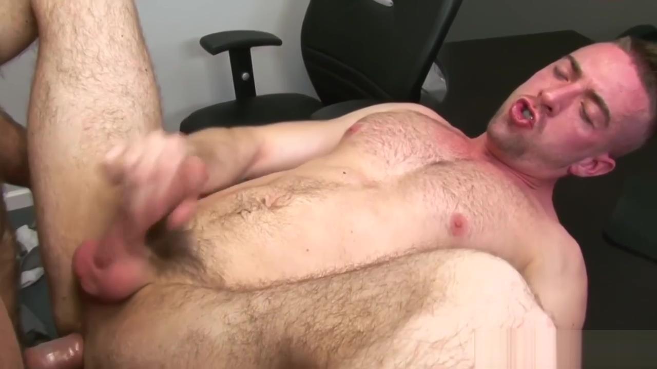 Pornstar Scott Hunter assfucked by Spencer Casual friend sex