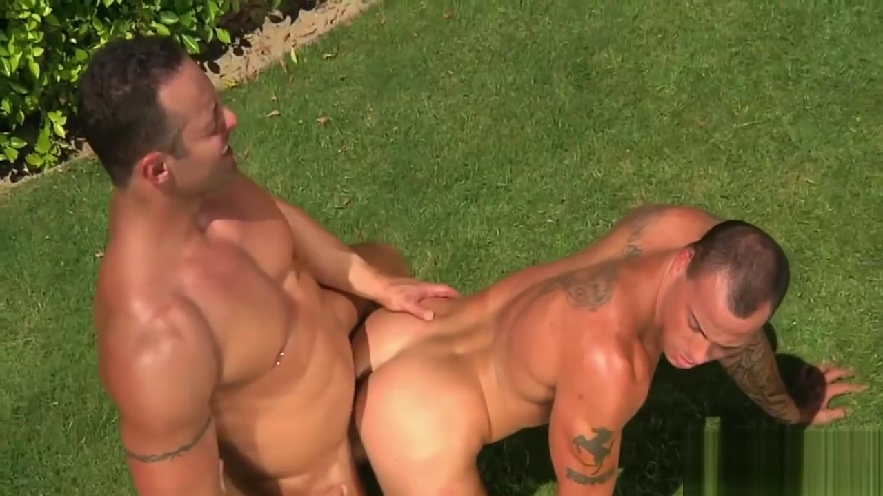 Muscled Pool Boy Mature couple fucking men free videos