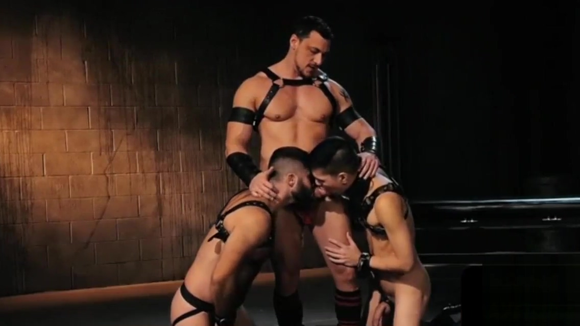 Buff jocks fisted during threesome Best stomach exercises for men