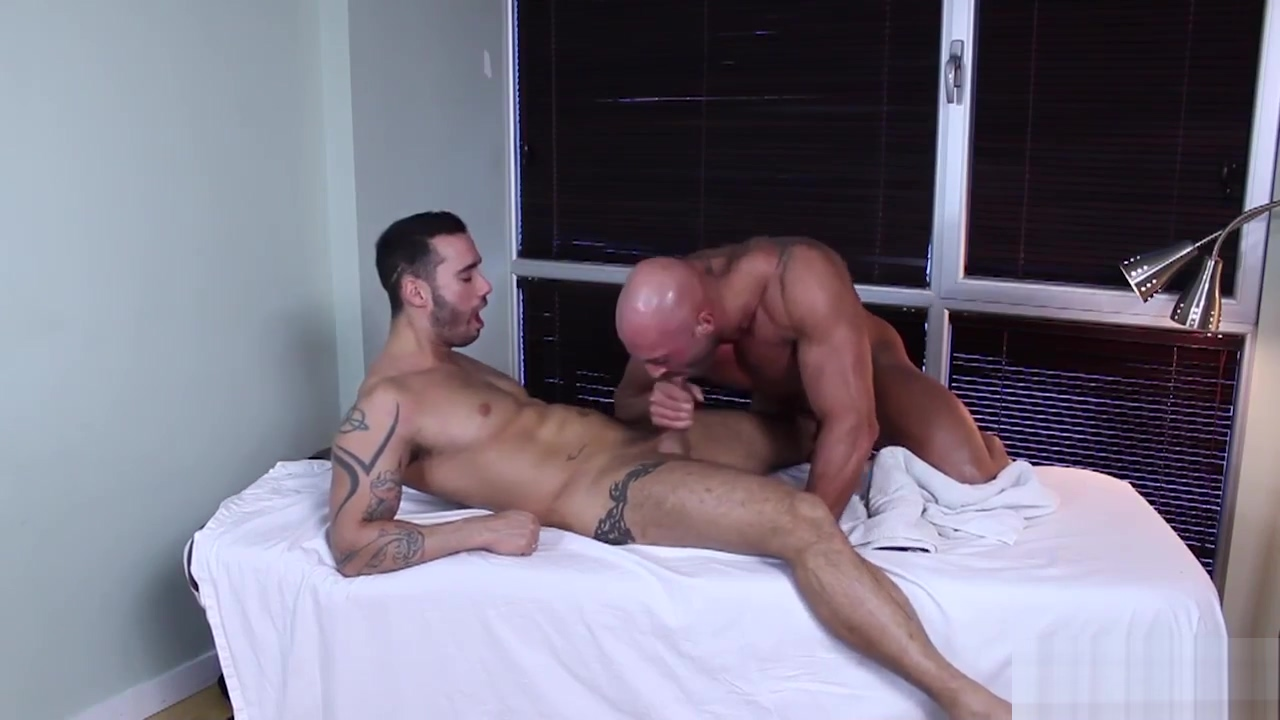 MAX CHEVALIER Y ALEXY TYLER How to sex on first date