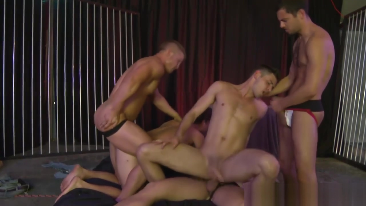 Muscular hunks are hosting an orgy Old people fucking hard