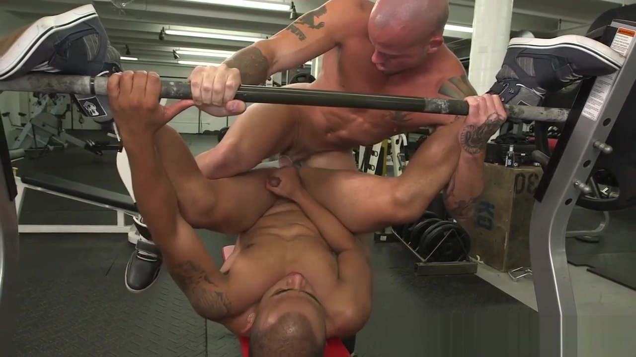 Ripped jock buttfucked on benchpress sexy naked hairy women