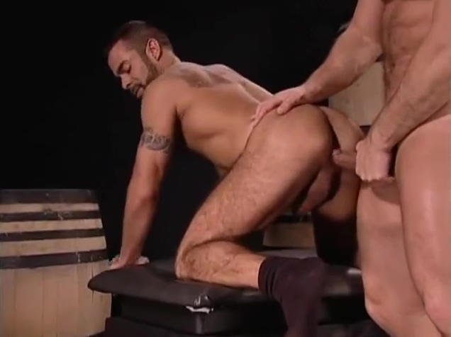 Vinnie De Angelo follandose a Steve Cruz free sex door movie