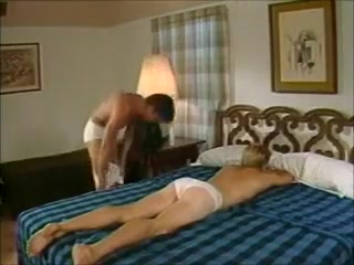 2 guys bb on a bed Wife por