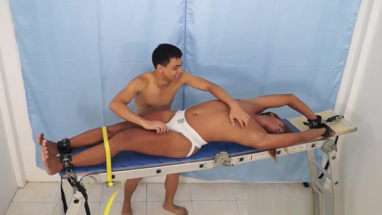 Asian Boy Hunter On The Tickle Rack femme de chambre sexy