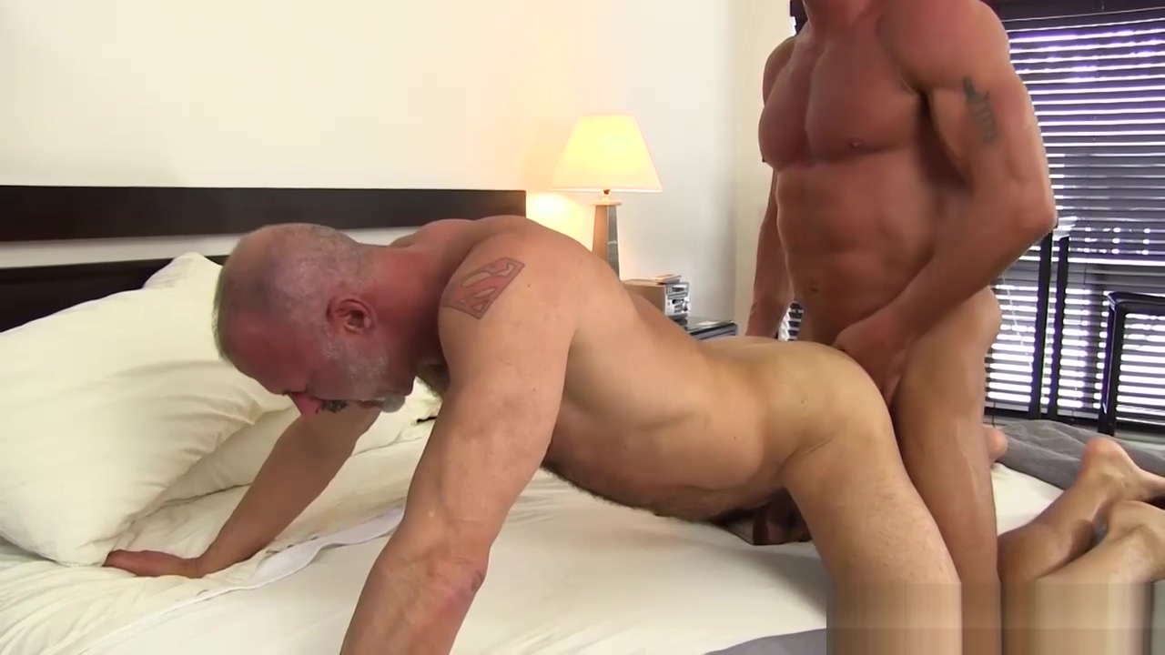 Muscular Jake Bareback Fucks and Breeds Coach Police Women Big Fuck
