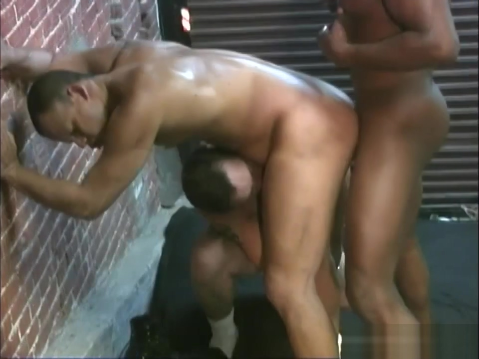Two black janitors fucking a white guy in the ass Store bryster film