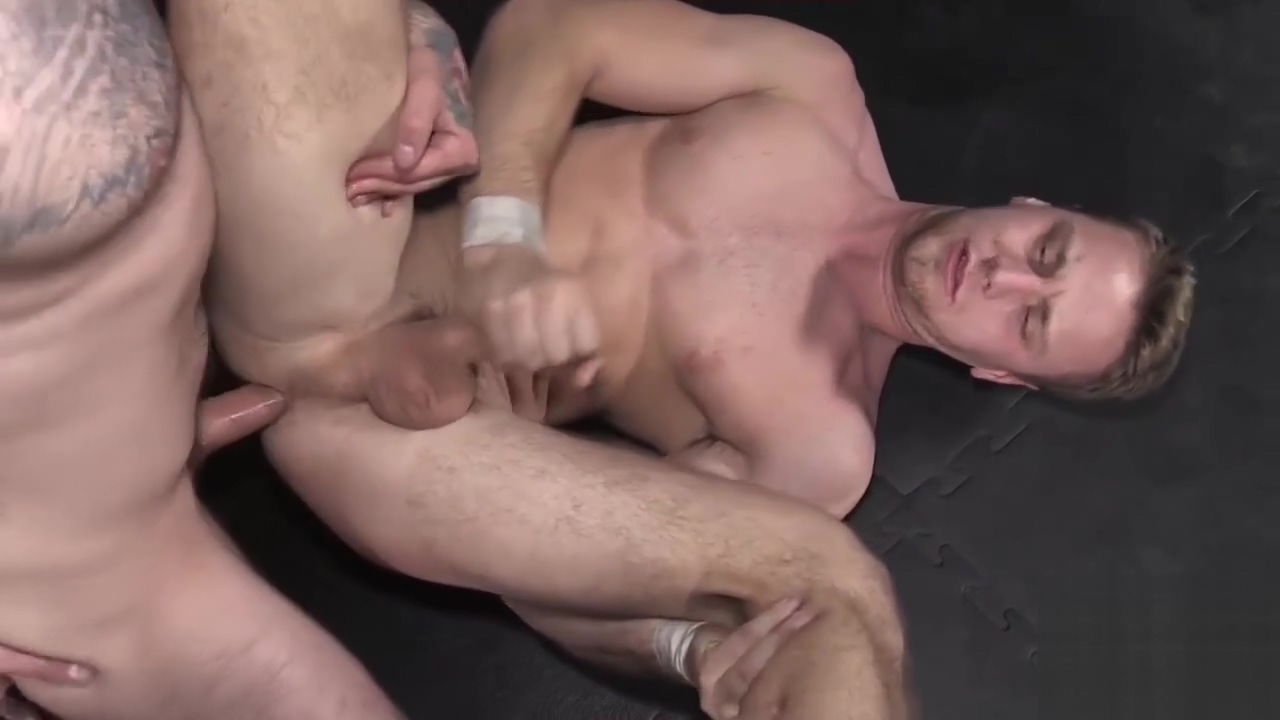 Hot stud Jordan Levine annihilates the ass of Brandon Evans Mouth infection pictures