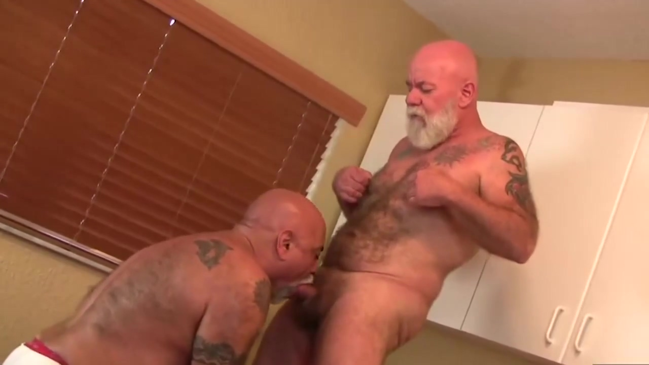 hot grandpa bears hammering plus gros penis du monde