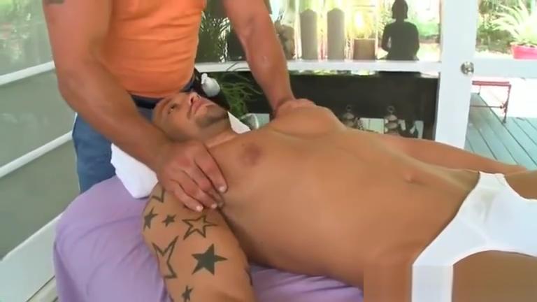 Tattooed man gets a rub Singles scone nsw