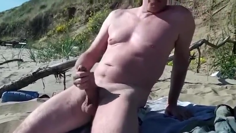 WANKING AT THE BEACH 6 foot 3 inch woman