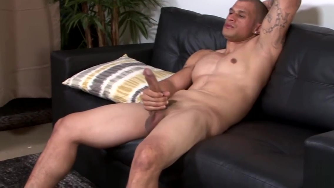 Muscular army stud jerking his dick hard college bi orgy clips