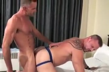 l & C bare Working hard for an orgasm tube