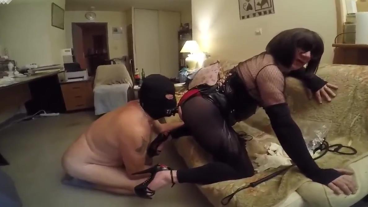 Kinky licking and dildo German milf nachbarin fickt anal