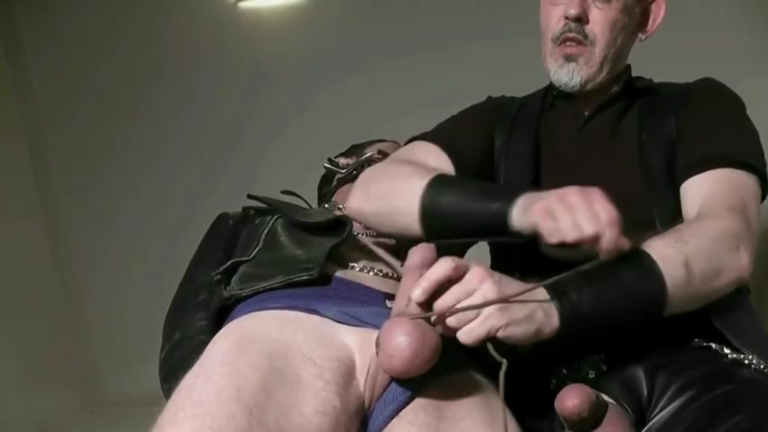 B*TCH TOY Sexy milf fucks in thigh high boots