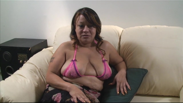 Fat mature knows how to deal with a big cock Helahel review