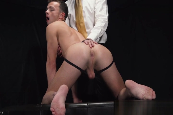 Twink has cock jerked off in fetish auction after anal play Seks Public
