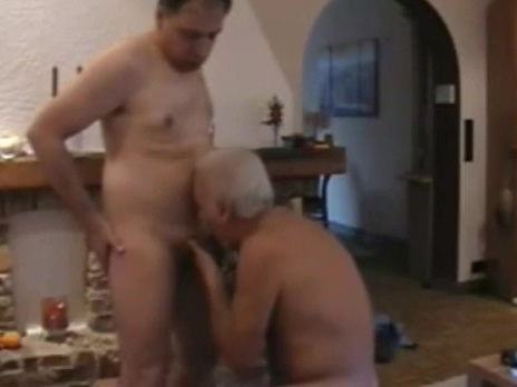 Dos maduros pasandolo bien wife undresses