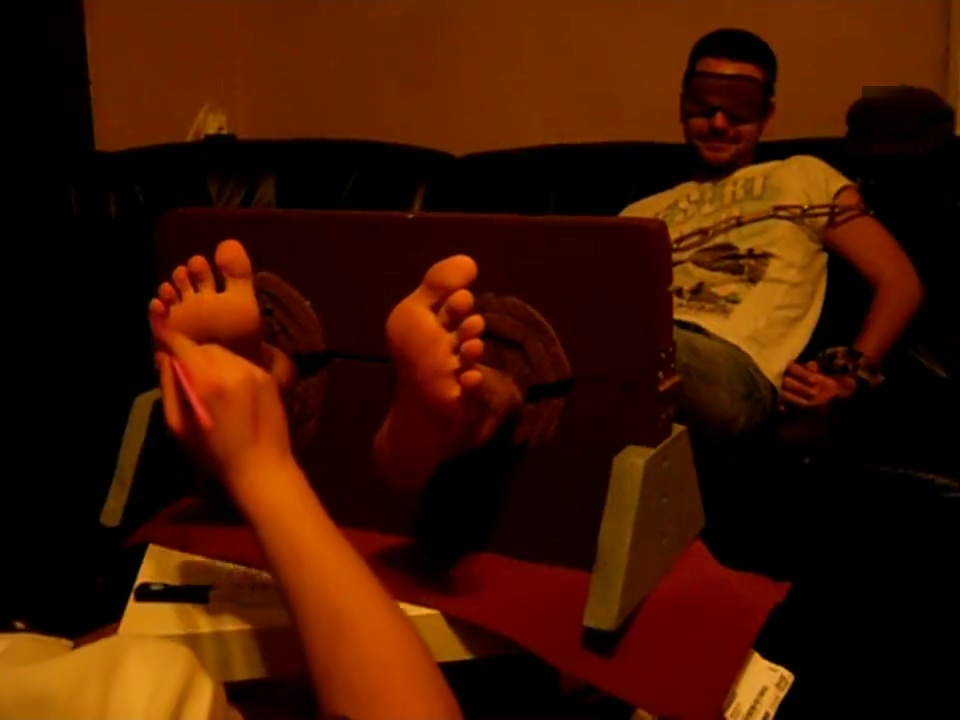 Not Ticklish but sexy Feet Footworshipping les licking highheels