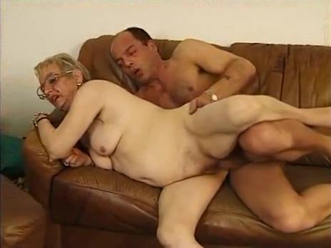 Deutsche Oma liebt den fetten Schwanz nude beach 4 u