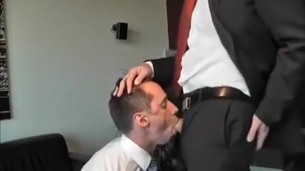 Business man face fucking BJ The landlord gets lucky with smoking hot blonde