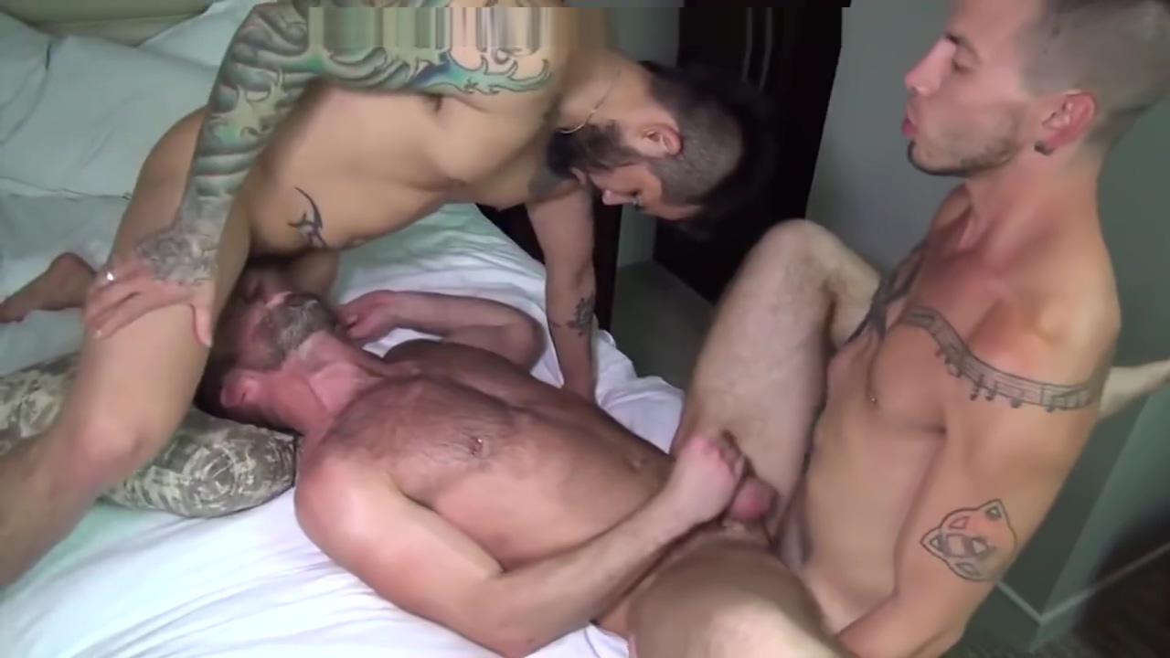 Threesome in Hotel Granny tits and pussy