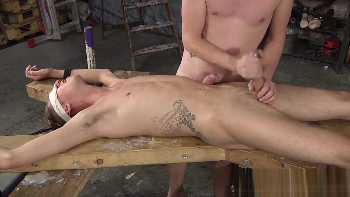 Sean Taylor drills his slave Tristan Crown from behind Girl fucking in Palu