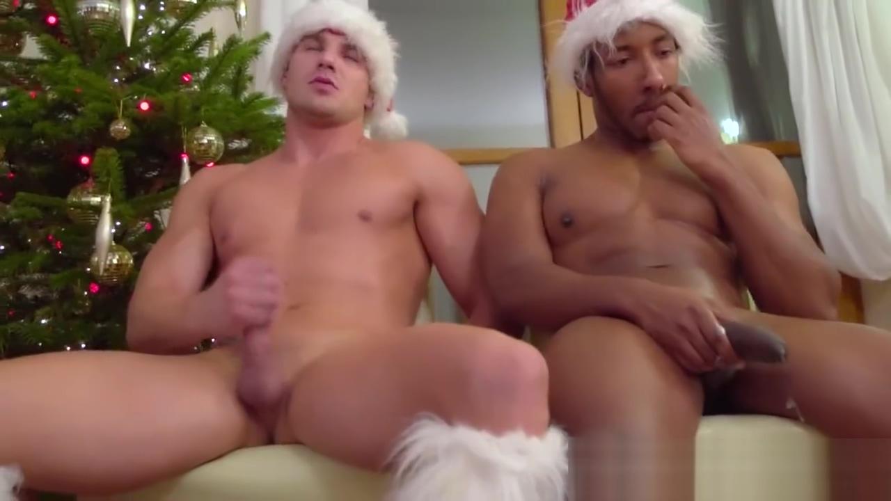 Un concours de branle a Noel pour ces quatre mecs muscles Fat cunt pics