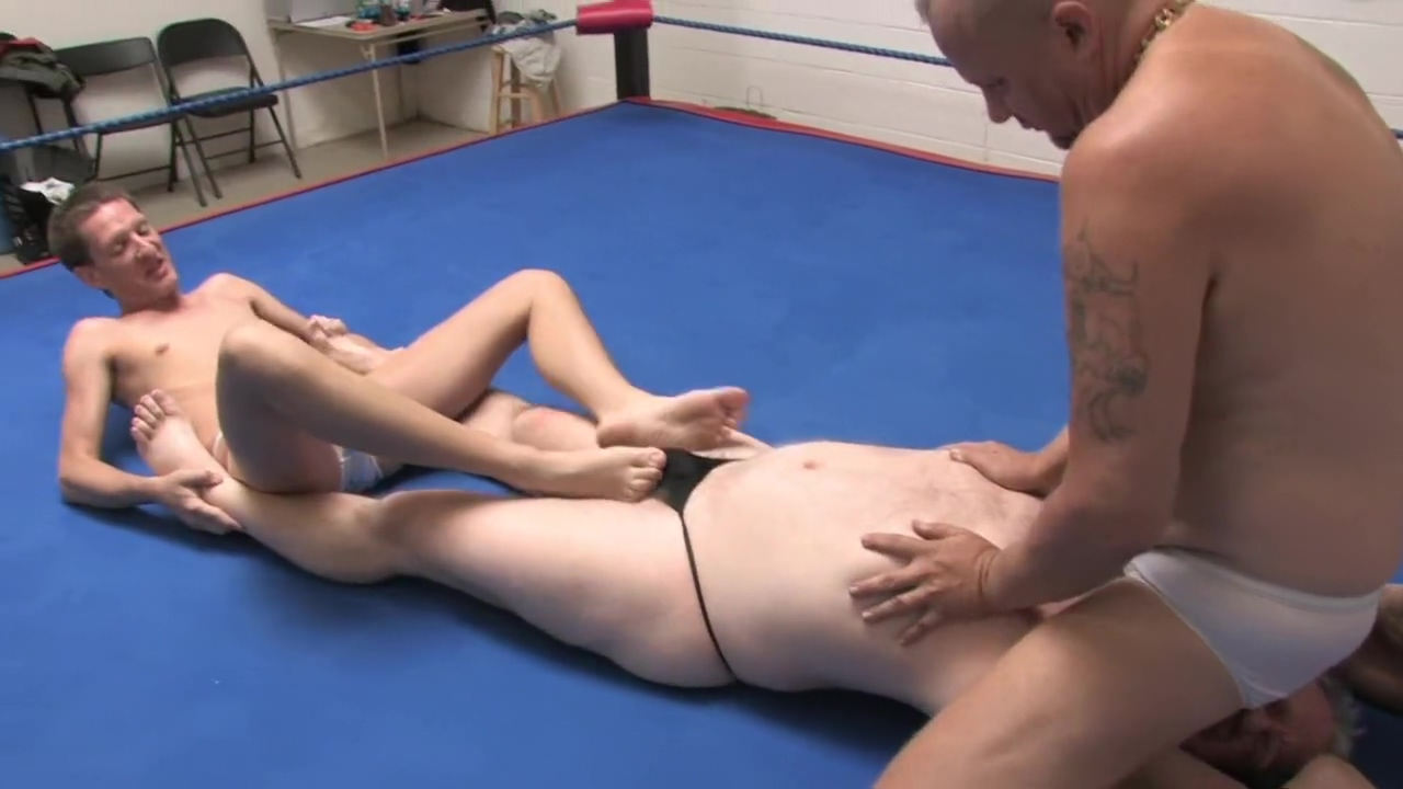 Erotic male wrestling : wrestling slaves attack wife masturabting squirt dildo