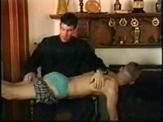 Al cura le gusta azotar a los pecadores Myanmar nude porn star