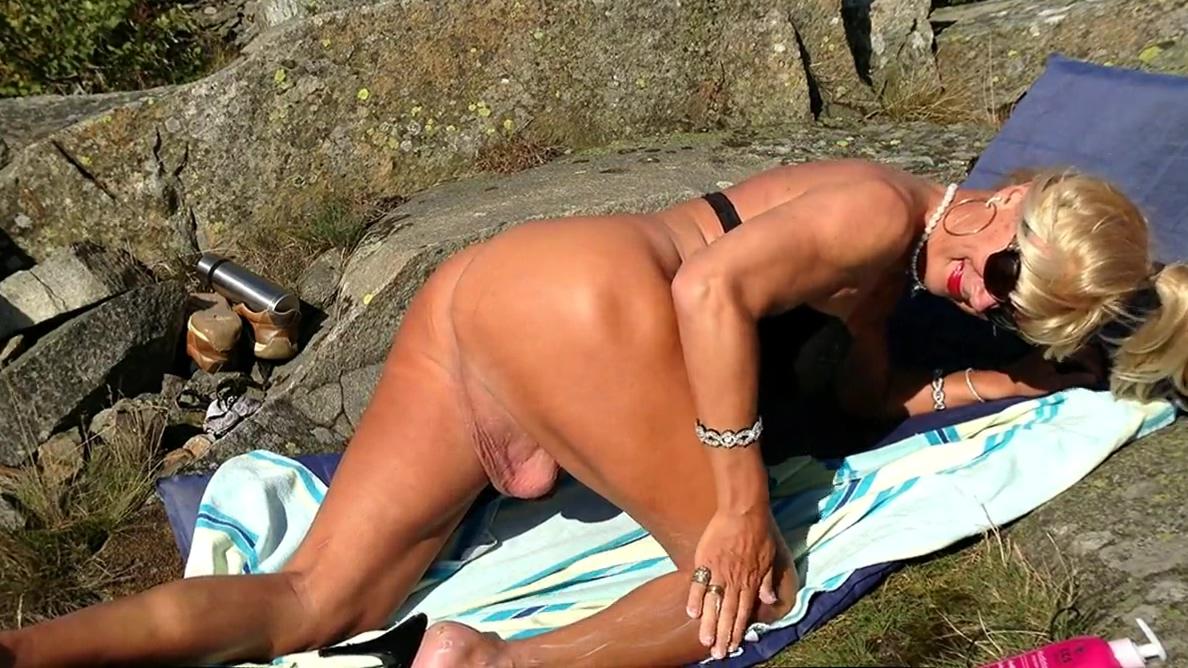 Candy on the beach Giada de laurentiis fake nude porn