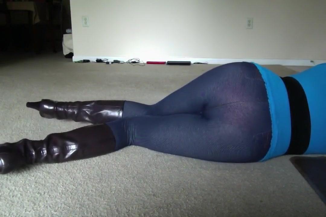 SEX PETITE CROSSDRESSER 10 IN GIRLS LEGGINGS Pale brunette amateur homemade