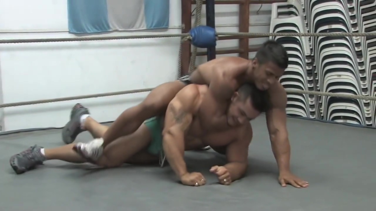 Random Wrestling sexy ebony mature masturbating